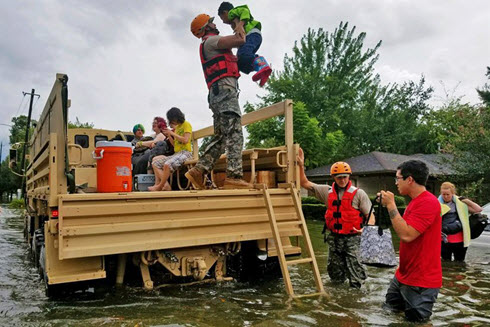 Military rescue flooding victims