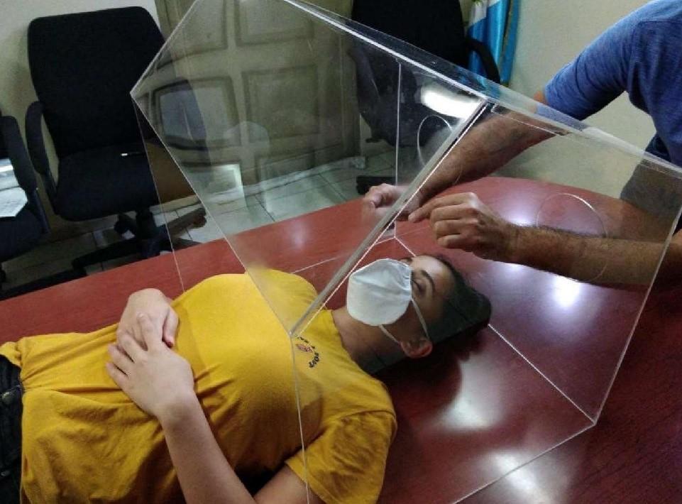 photo of an intubation hood