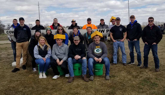 photo of the UW Platteville concrete canoe team