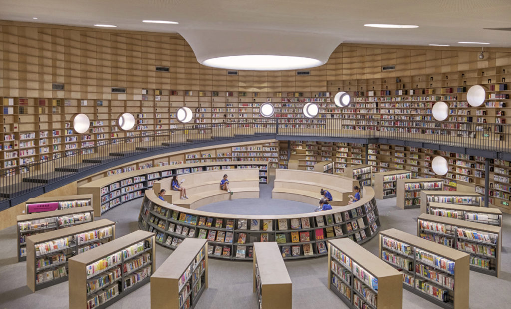 a large circular reading room with a oculus in the ceiling
